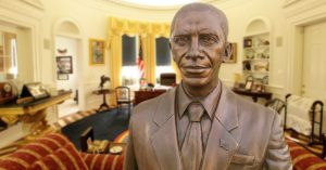 enVolve-obama-statue-in-white-house